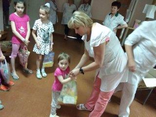 Медпрацівники Кропивницького приєднались до привітання малечі із Днем захисту дітей