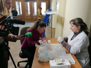 Кропивницькі лікарі два дні консультували й тестували на ВІЛ у приміщенні ЦНАПу (ФОТО)