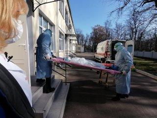 Лікарі Центральної міськлікарні відпрацювали ситуацію надання допомоги хворому з підозрою на коронавірус (ФОТО)