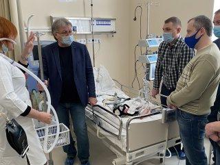 Колектив нового відділення легеневої терапії проходить навчання для роботи на новому обладнанні