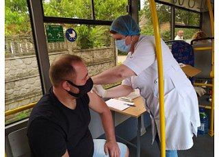 Жителі ще двох мікрорайонів Крпивницького вакцинувалися від коронавірусу завдяки роботі виїзних пунктів щеплень (ФОТО)