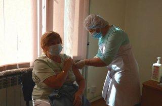 Понад 300 містян вакцинувалися від коронавірусу в День Незалежності України